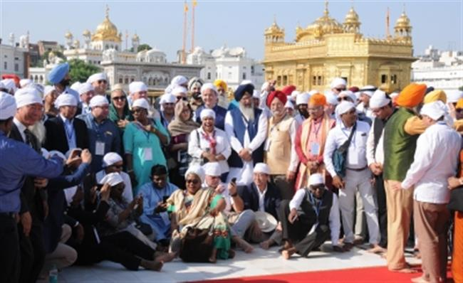 85 envoys, officials pay obeisance at Darbar Sahib
